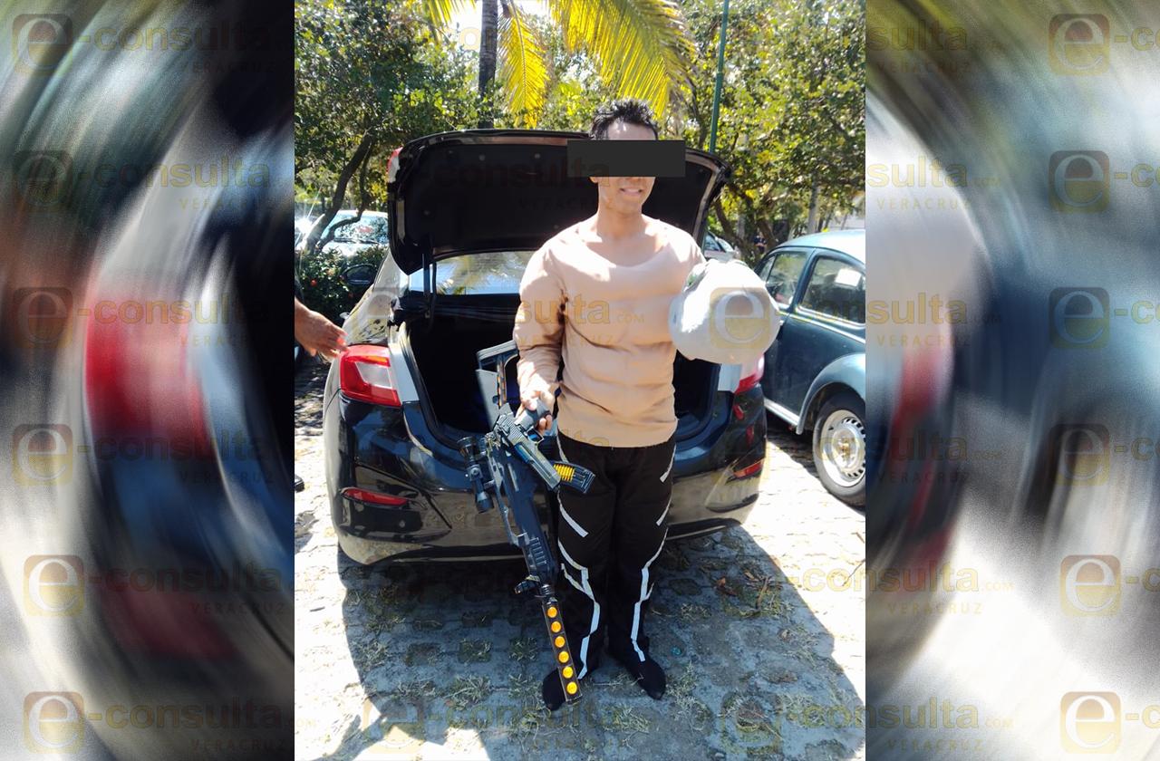 Joven causa alarma en Campus Mocambo UV; ingresó con armas de juguete