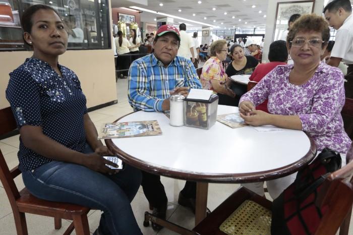 Padres de familia exigen a la SEV concluir obras en primaria de Chivería