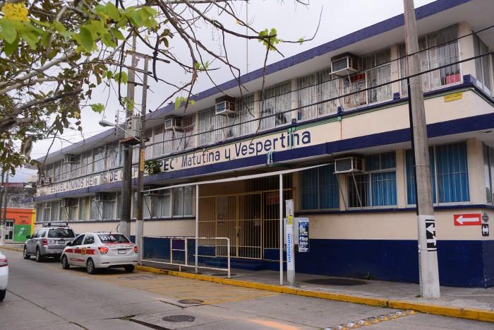 Padre de familia denuncia privación ilegal de la libertad de su hijo en escuela