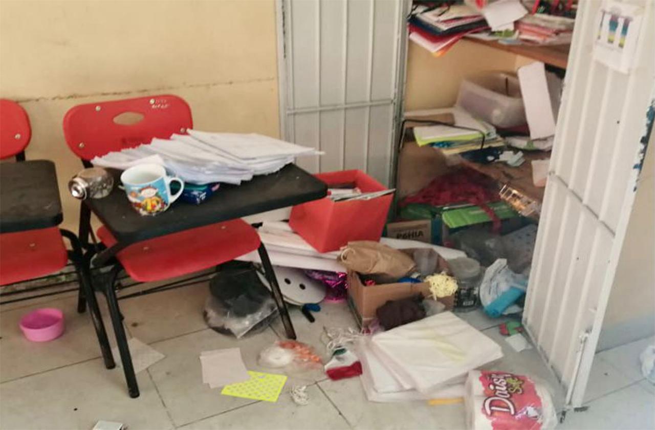 Roban escuela en Xalapa; se llevan todo, hasta los lavabos del plantel