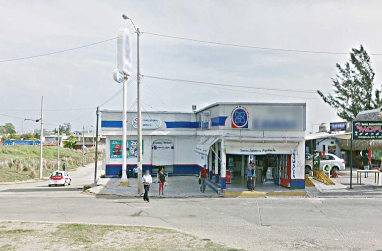Probable paciente covid muere afuera de farmacia, en Coatza