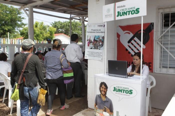 Retirar programas sociales para aumentar salario mínimo: Paco Gutiérrez