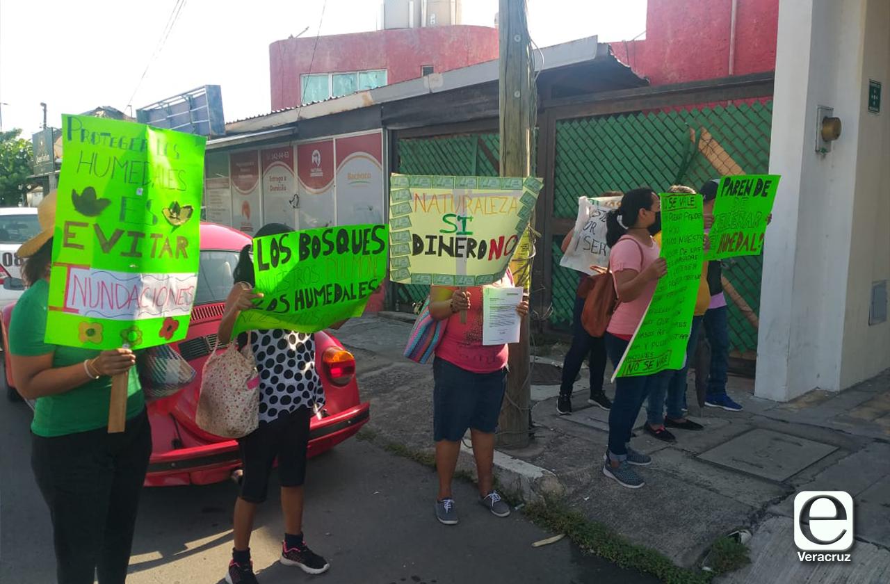 Vecinos denuncian relleno clandestino en humedal del Puerto