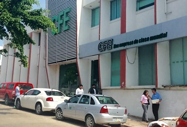 Coatza: Trabajadores de CFE marchan tras asesinato de compañero