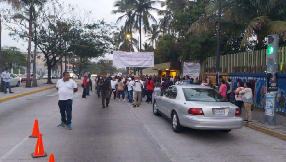 Opera Técnica 26 sin 35 profesores, reclaman padres de familia en Veracruz