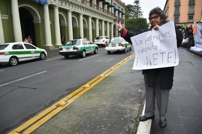 Xalapeños se manifestan contra el alza de la gasolina