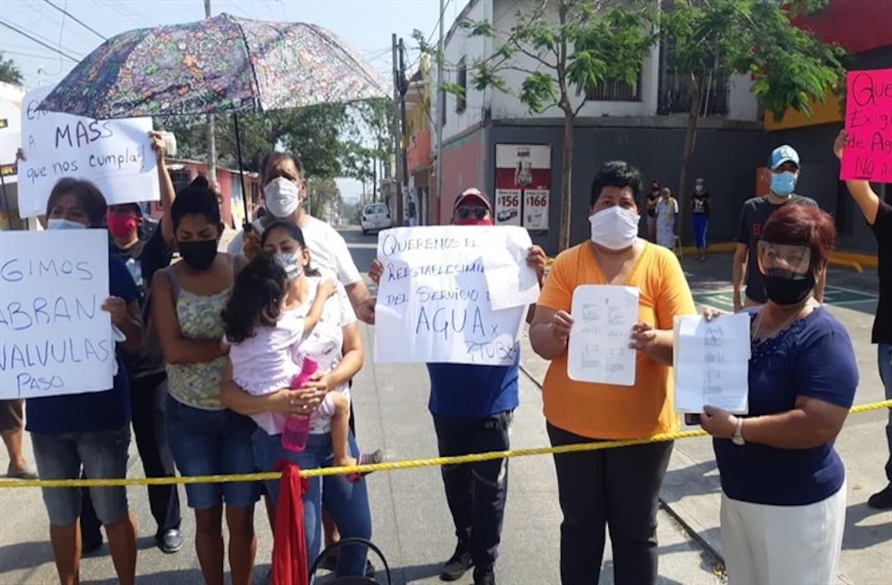 Protestan por año y medio sin agua en colonia de Veracruz
