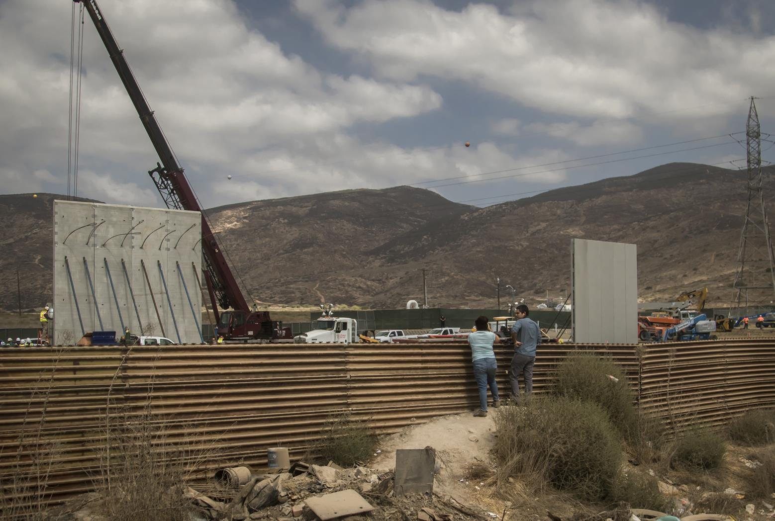 Levantan los prototipos del muro de Trump