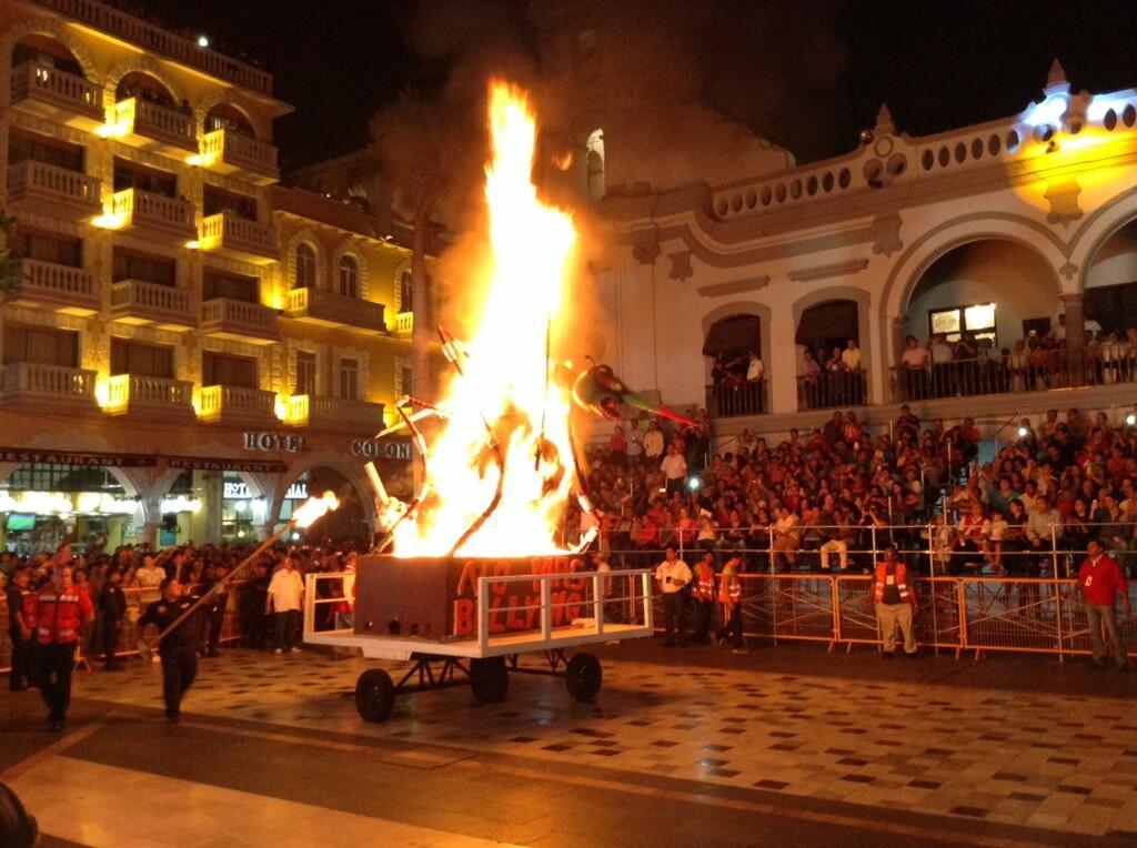 Queman al 'bullying' por mal humor en el Carnaval de Veracruz