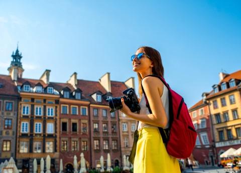 ¿Quieres viajar por el mundo y ganar 27 mil dólares anuales?