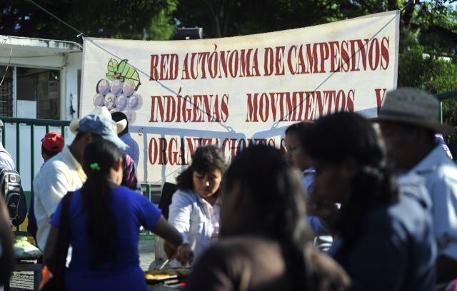 Campesinos de la organización Racimos se manifiestan en Sagarpa