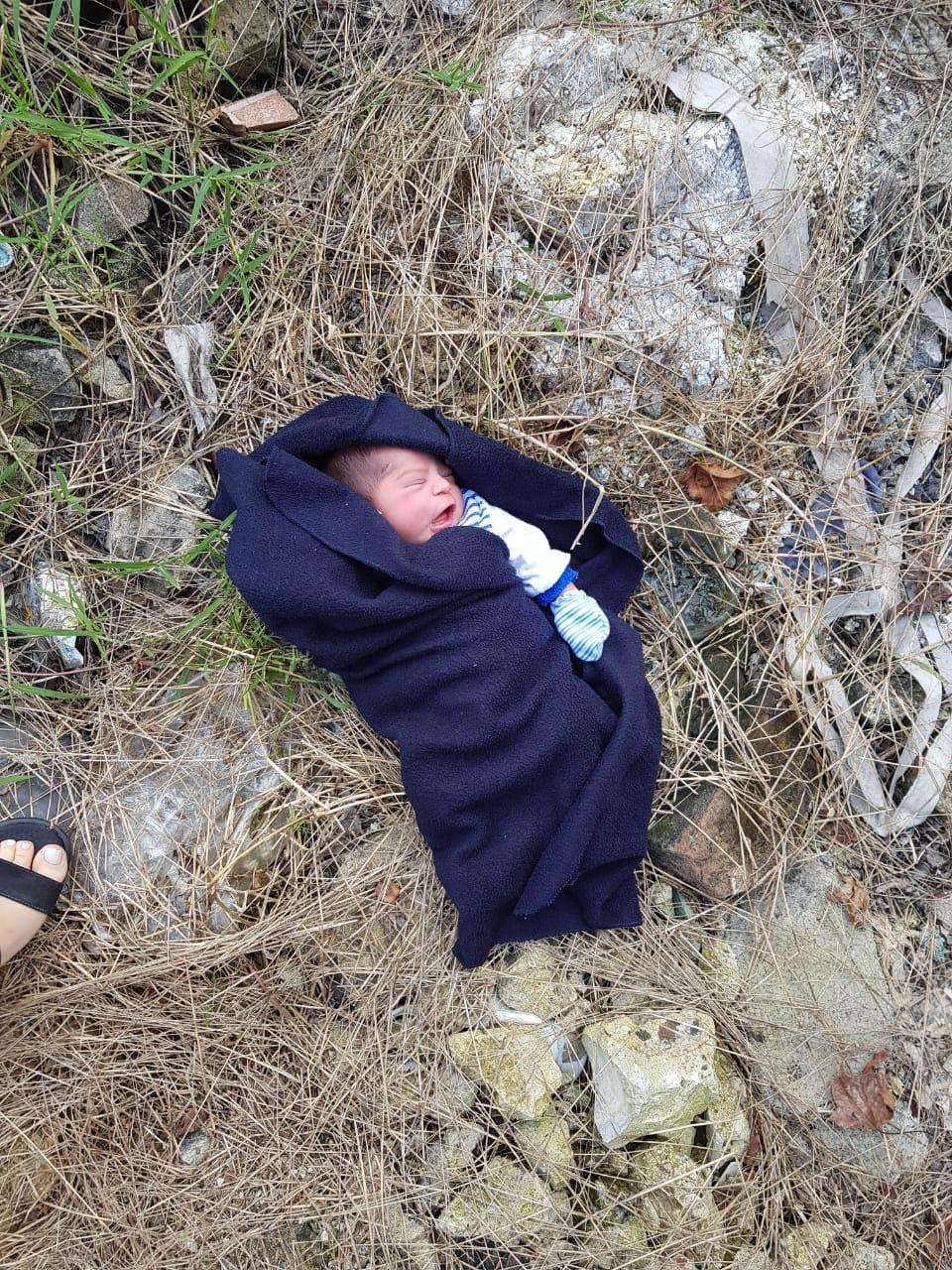 Abandonan a recién nacido junto a vías de tren en Xalapa