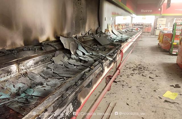 Refrigeradores causan incendio en Soriana de Orizaba