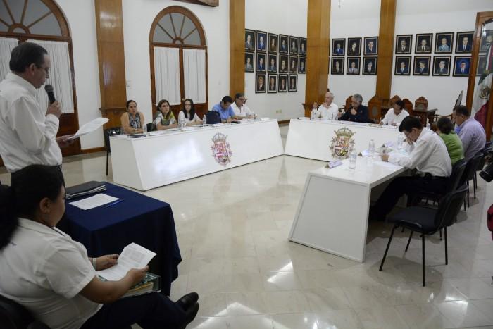 Yunes Linares exhorta al Congreso para la reducción de 236 regidurías