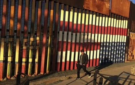 Propone legislador republicano gravar remesas para financiar muro