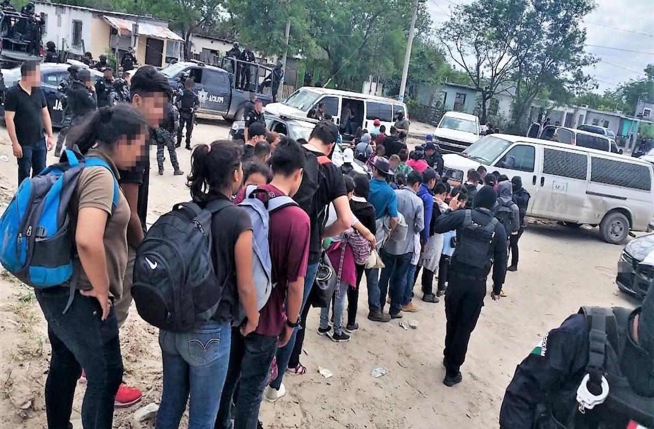 Rescatan a 139 migrantes en Veracruz; 14 eran menores de edad