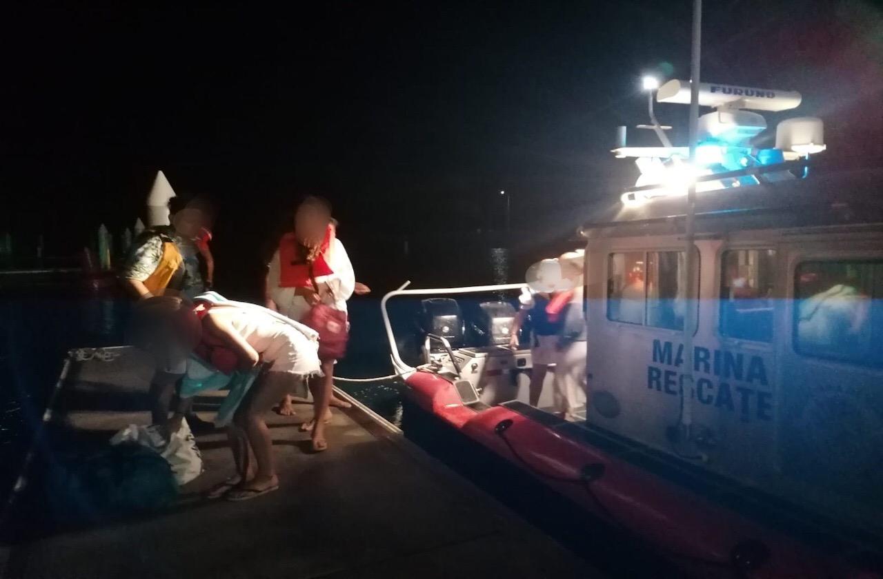 Rescatan a tripulación de yate varado en Isla Salmedina, en Veracruz