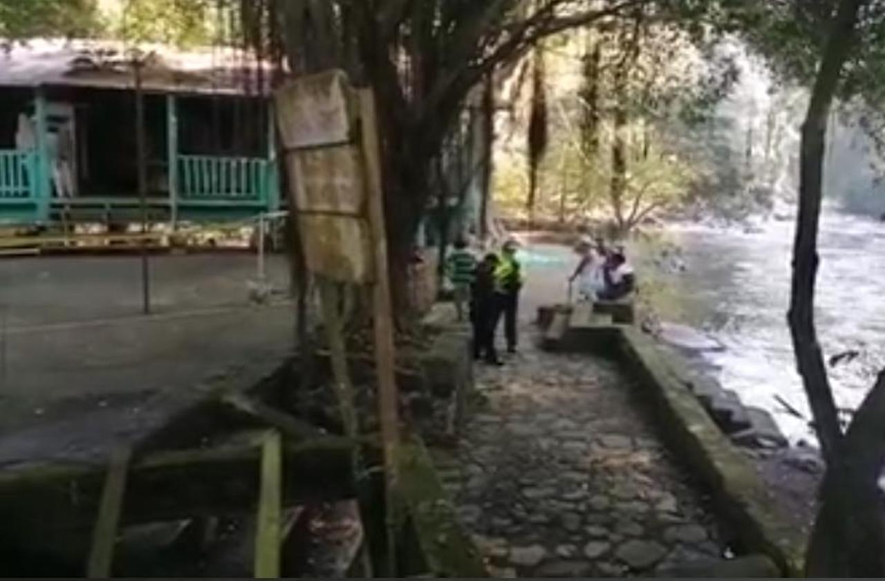 Rescatan cuerpo de hombre que se arrojó a Salto de Eyipantla