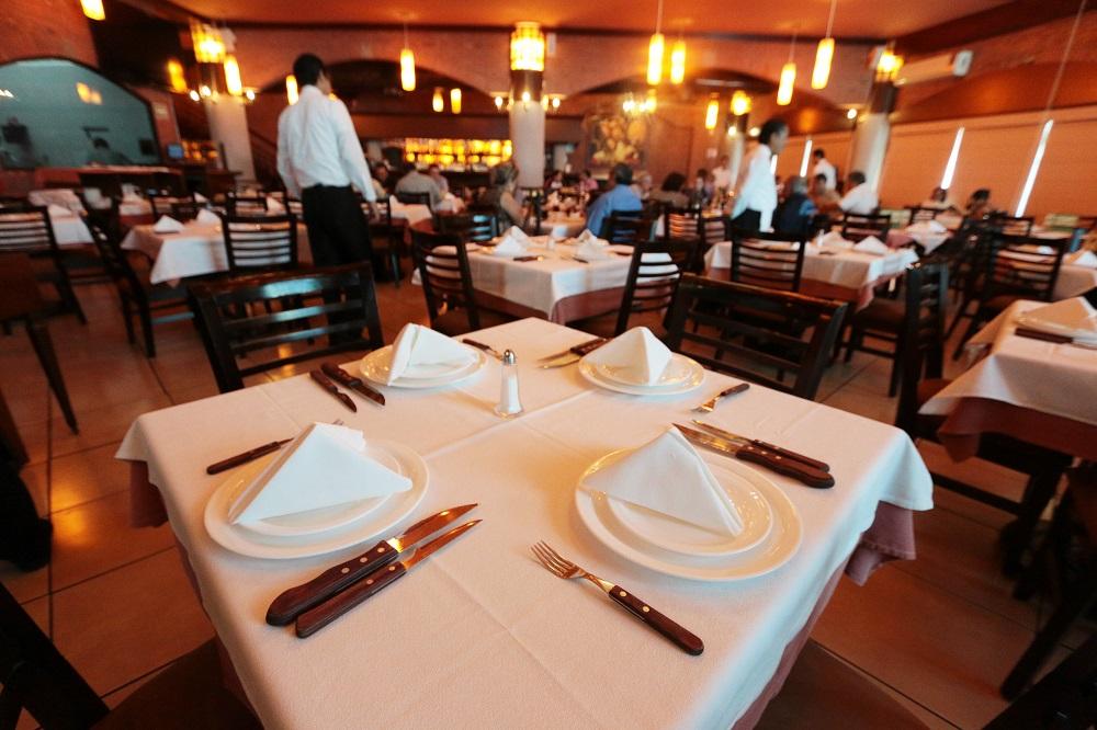 Estiman restauranteros derrama de 55 mdp por las vacaciones de verano