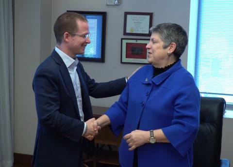 Anaya viajó a Estados Unidos y se reunió con Janet Napolitano