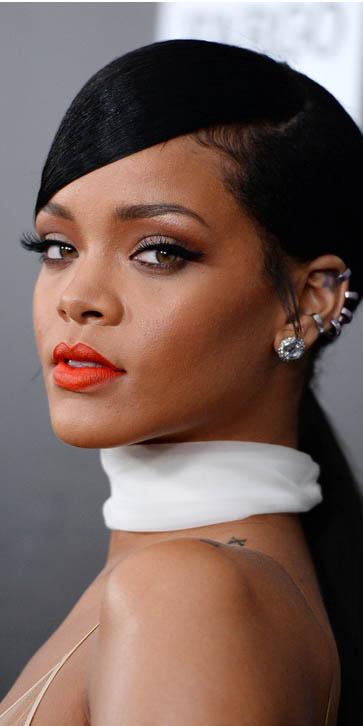 Rihanna da adelanto de 'Bitch Better Have My Money'