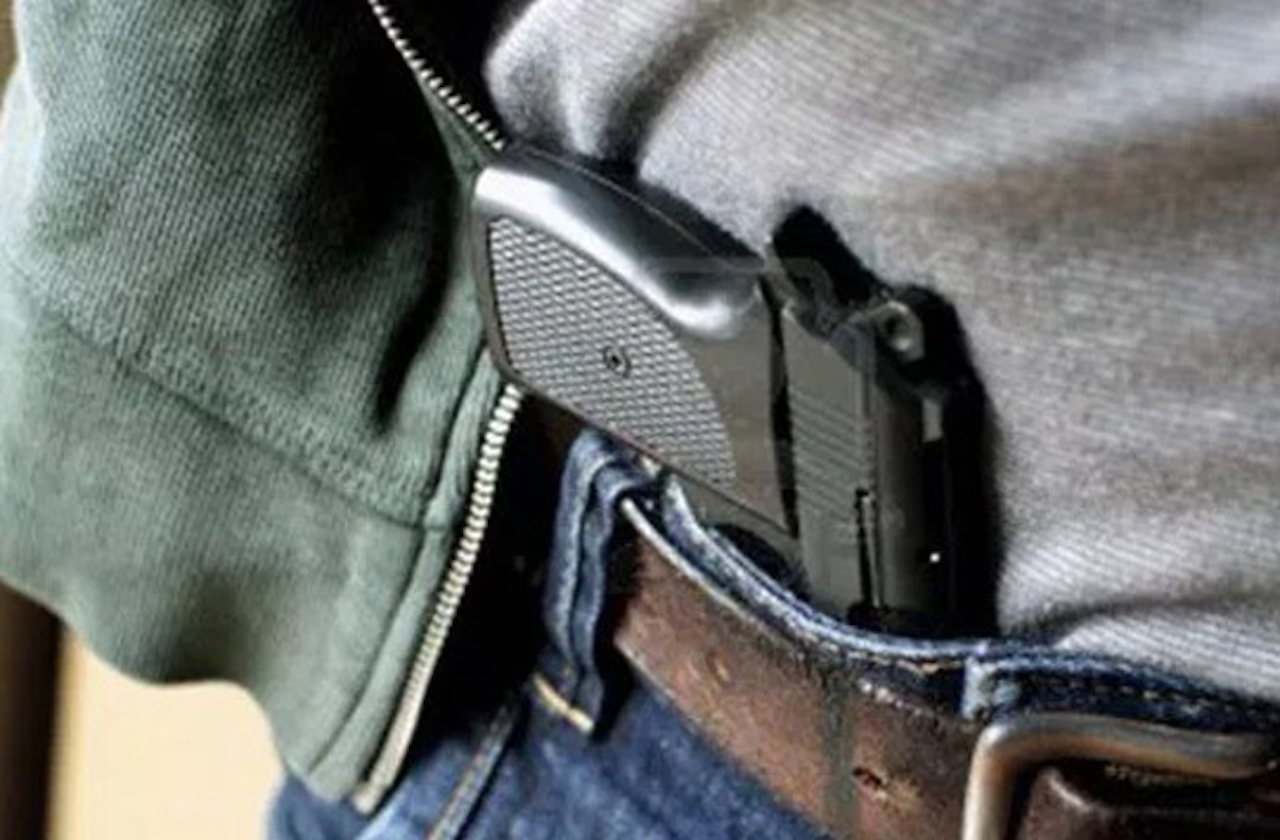 Riña de escoltas y policías casi desata balacera, en Coatza