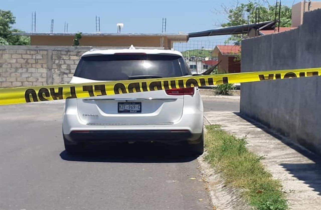 Roban camioneta y emprenden huida, en Veracruz puerto