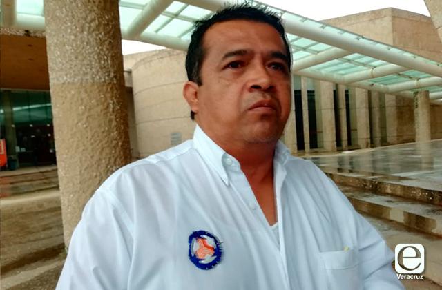 Banda de delincuentes roba taxi con violencia, en Coatza
