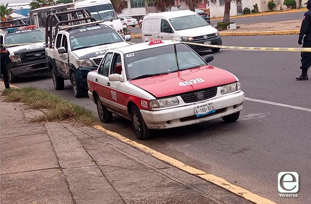 Roban taxi y aparece horas después en avenida principal, en Coatza