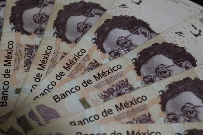 Le roban 261 mil pesos recién retirados; sospecha complicidad entre banco y delincuentes