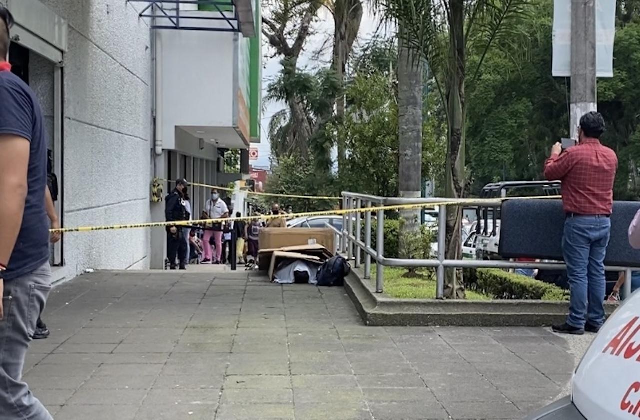 Rodrigo empezó a sentirse mal; murió en banqueta de Ávila Camacho