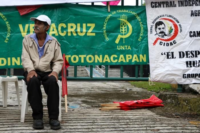 Campesinos van por quinto día de plantón en Sagarpa