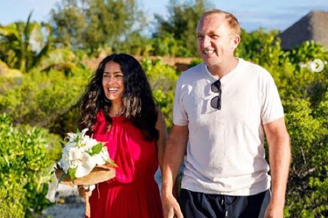 Salma Hayek iba al spa y terminó renovando sus votos matrimoniales