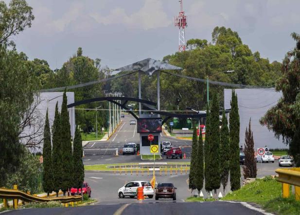 Frenan construcción de aeropuerto de Santa Lucía