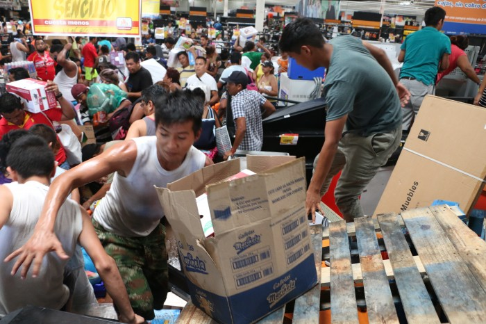 Se cumplen 24 horas de saqueo en Veracruz