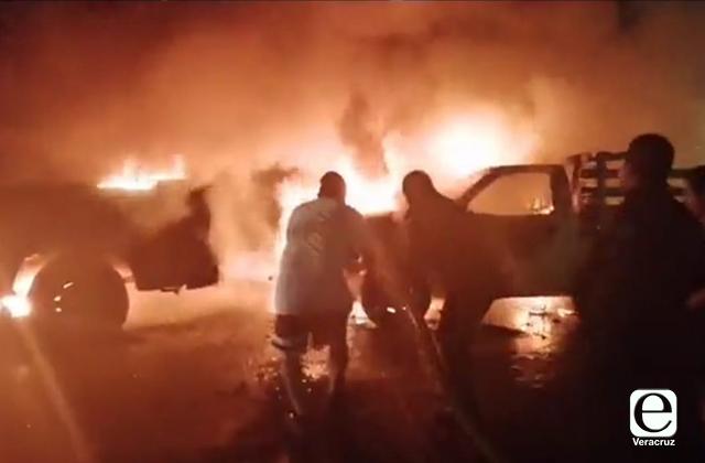 En protestas, incendian tres vehículos en Rafael Delgado