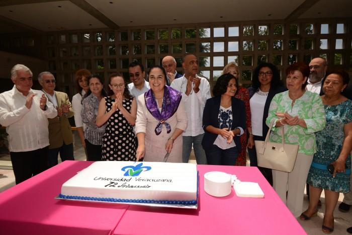 UV celebró 72 aniversario con homenaje a la palabra