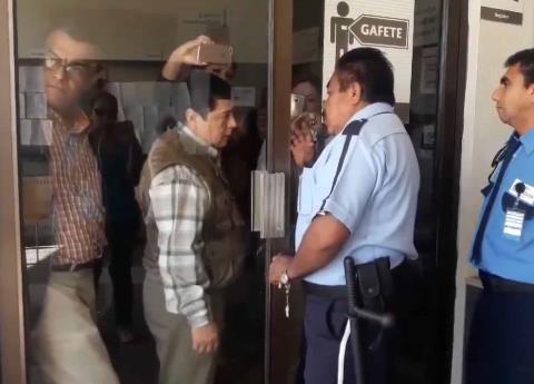 Obligan a renunciar a trabajadores del SAT en Veracruz y Guanajuato