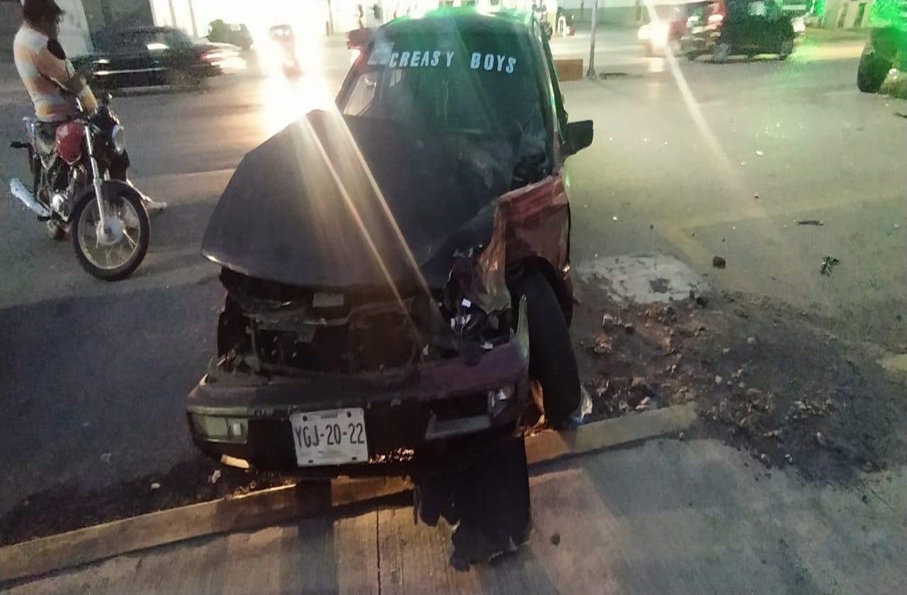 Se accidenta auto al esquivar a caravana morenista, en Río Blanco