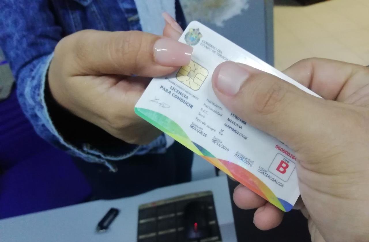Se cae sistema y suspenden entrega de licencias, en Coatza