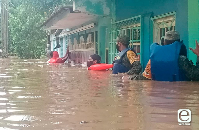 Se desborda Río Aguadulcita, se reportan daños