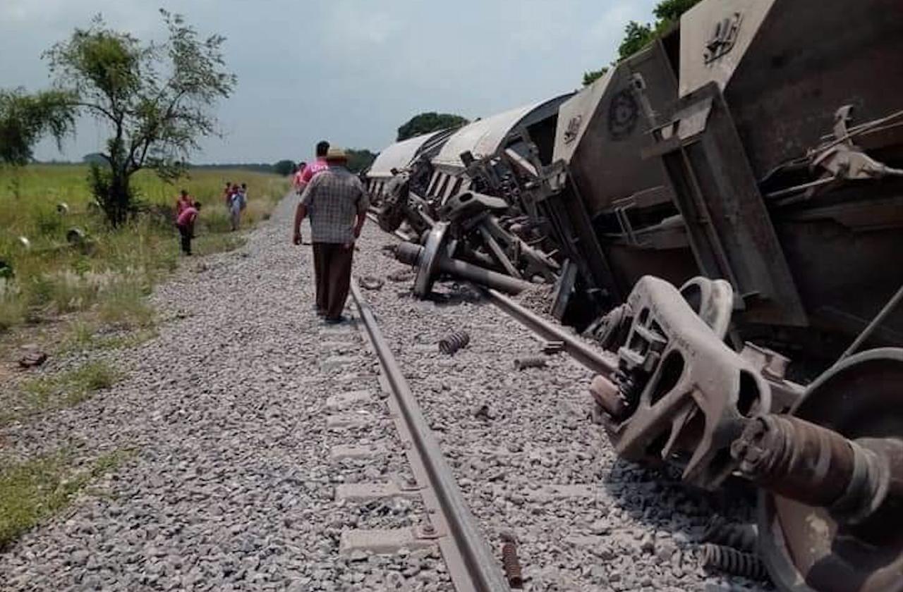 Se descarrila tren con 90 vagones, en Tres Valles