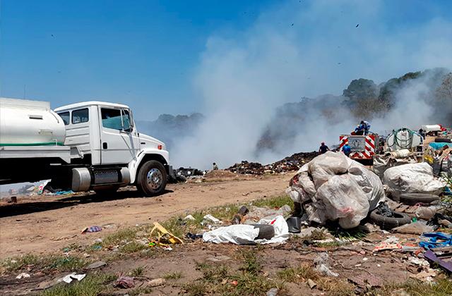 Se incendian basureros de Oluta y Soteapan en el sur