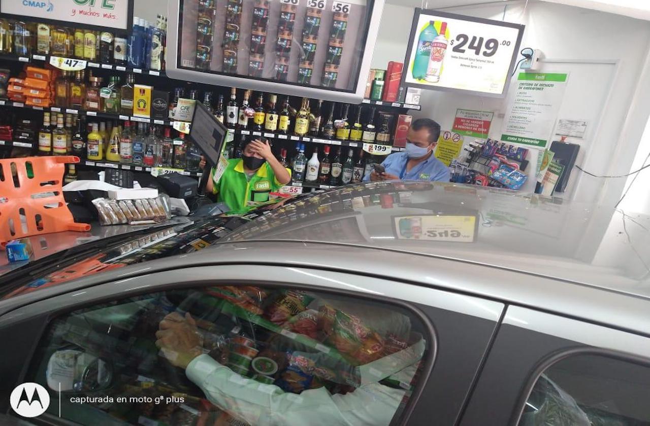 Se viraliza choque de auto contra Fasti de Xalapa