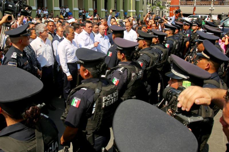 El secretario Osorio Chong encabeza reunión de seguridad Verecruz