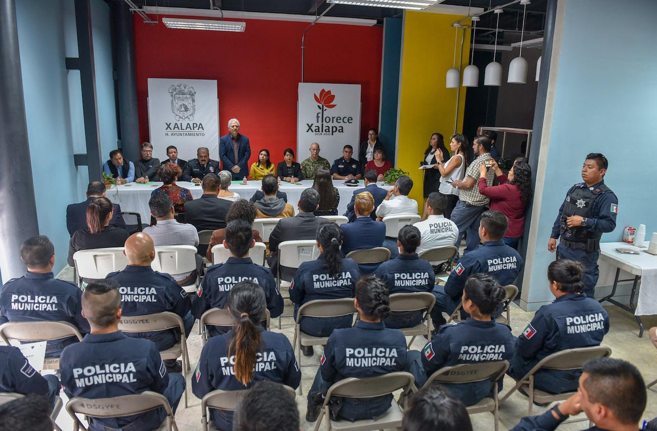 Policías municipales de Xalapa cumplen exámenes de control y confianza
