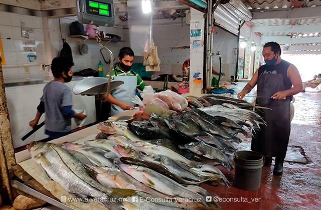 Semana Santa, esperanza de comerciantes de mariscos en Coatza