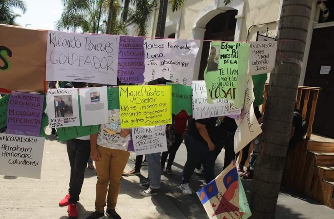 Suspenden a docentes señalados en tendedero de Córdoba