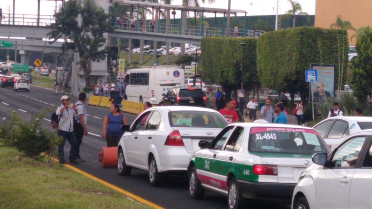 Detienen a manifestantes que bloqueaban avenida Lázaro Cárdenas de Xalapa