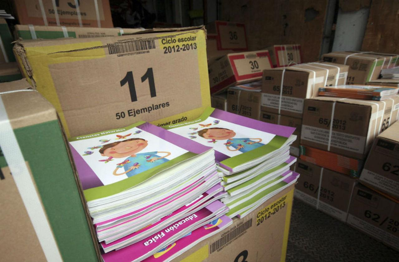 SEV desinfecta libros de texto gratuito y apura su reparto